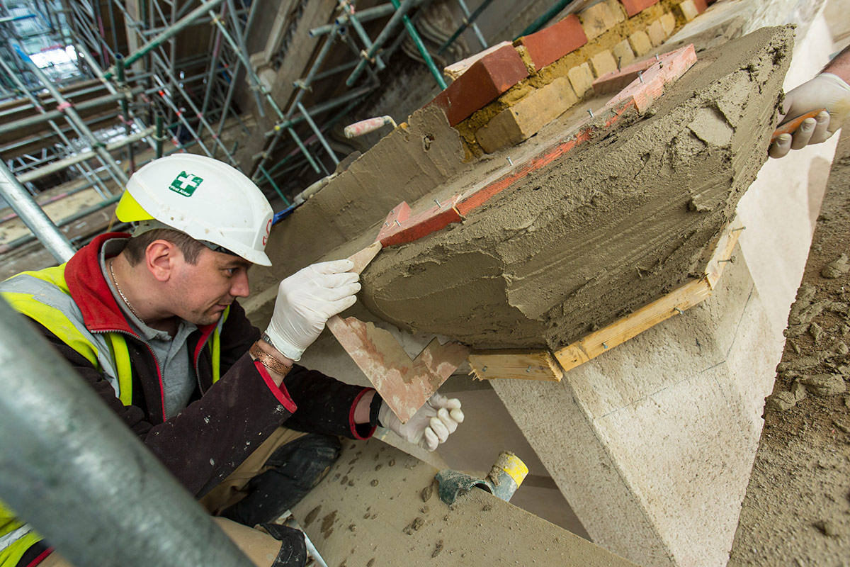Lime Green engineer crafting a moulding on the Gunnersbury Park Museum using lime green roman stucco
